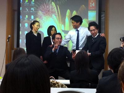 画像:MVPで表彰される実習生たち