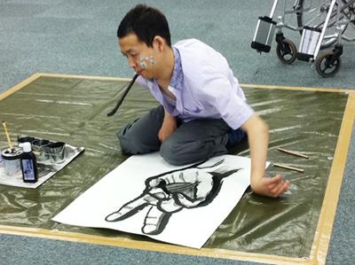 画像:佐藤涼さんライブペイントの様子