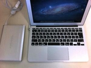 画像:Macbook AirとHyper Juice